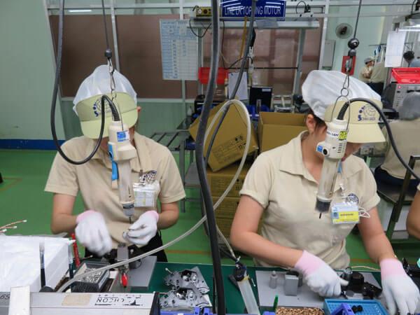 ベトナム工場と現地スタッフの様子