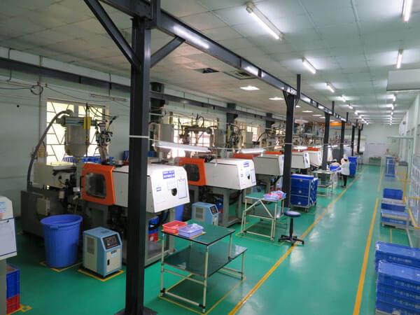 Resin molding machine