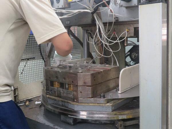 Sealing molding